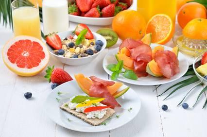 Mit Obst und Sport Fett verbrennen